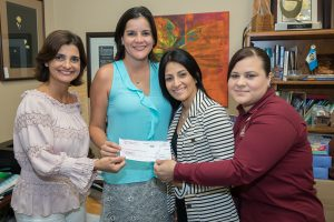 Olive Garden entrega donativo de evento 'friends and family'