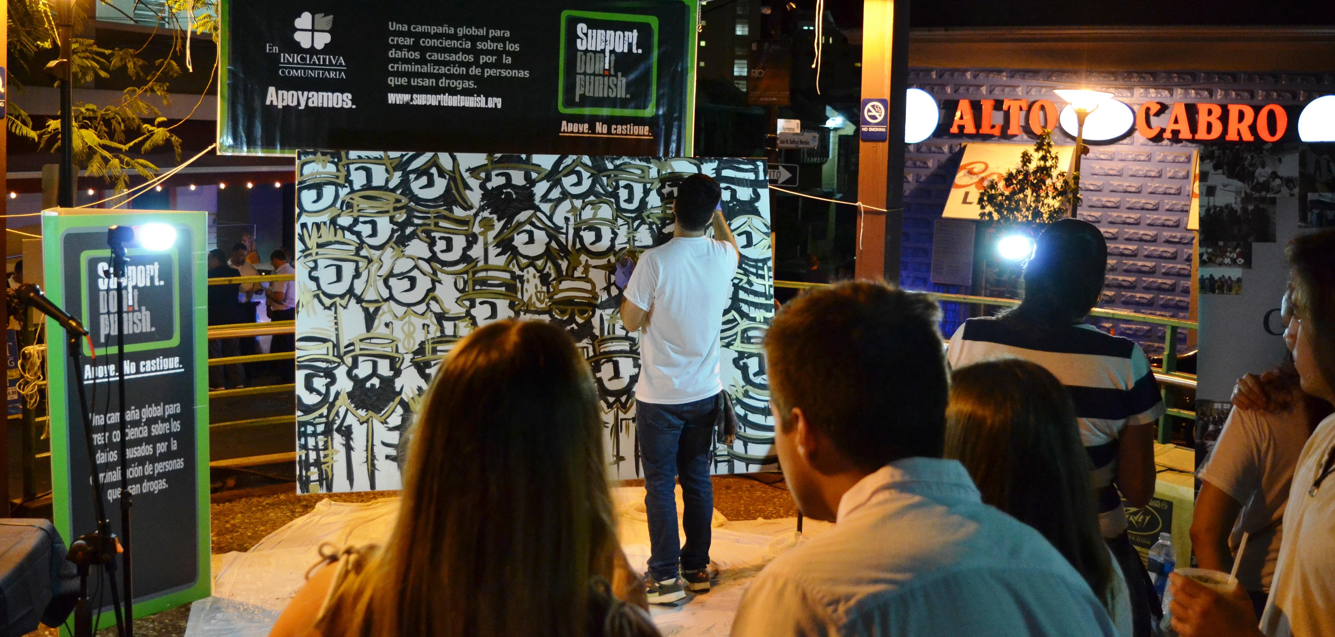 Iniciativa Comunitaria aboga por los consumidores de drogas a través del arte
